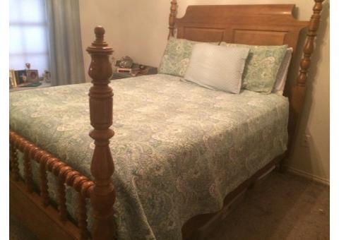 Queen Spindle Bedroom Suite